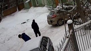 ДТП во дворах: сдался назад и задел соседа, трактор раздавил девятку в лепешку(, 2017-01-27T07:02:13.000Z)
