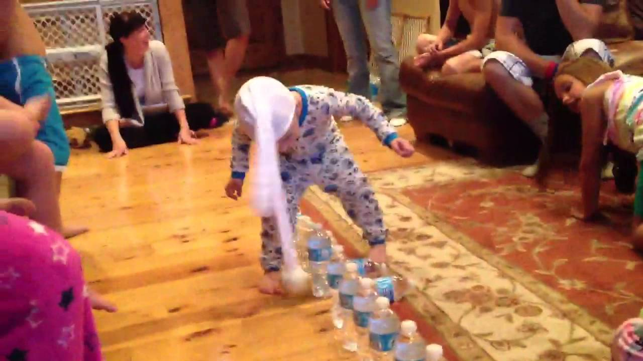 3yearold playing minute to win it game YouTube