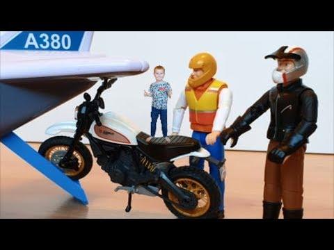 Самолеты мультфильм Грузим мотоцикл и машинки игрушки в транспортный самолет