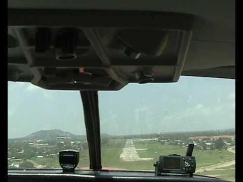 Landing on african airstrip / Landung auf einem afrikanischen Flugstreifen