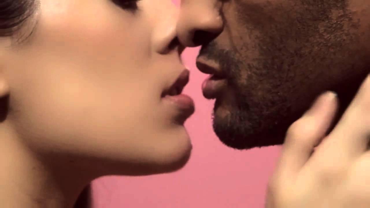 jean paul gaultier l 39 art du french kiss youtube. Black Bedroom Furniture Sets. Home Design Ideas