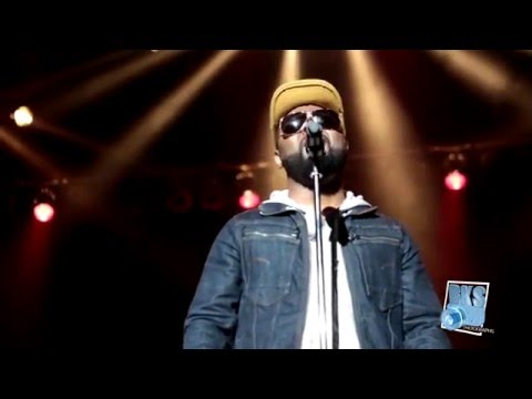 Musiq Soulchild singing