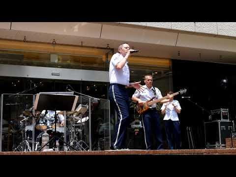 ロック演奏 好きにならずにいられない エルヴィス・プレスリー(4K-UHD)アメリカ空軍太平洋音楽隊-アジア パシフィック・トレンズ Can't Help Falling in Love