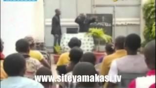 Humour Koffi olomide dans l'adoration