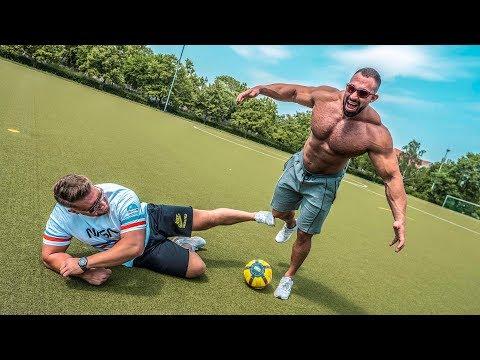 Fußballer Vs Bodybuilder  - Lattenschießen Challenge! Stofftiere Vs PMTV!