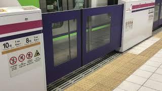 都営地下鉄新宿線・京王新線新宿駅 ホームドアが閉まるところ