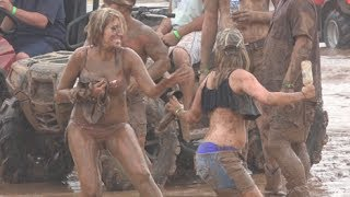 MUD WRESTLING WOMEN!!