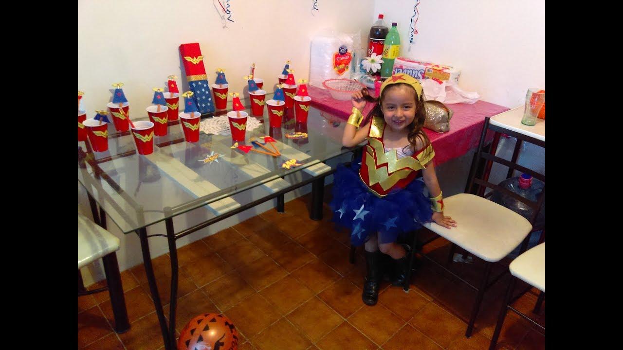 Como decorar el cumplea os de tu ni a mujer maravilla - Arreglos de mesa para cumpleanos de nina ...