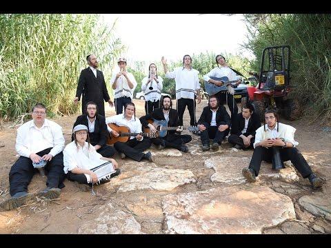 מענדל מיט חברים - ר' מענדל ראטה ב'קומזיץ עם בני הישיבות | Mendel Roth With Friends