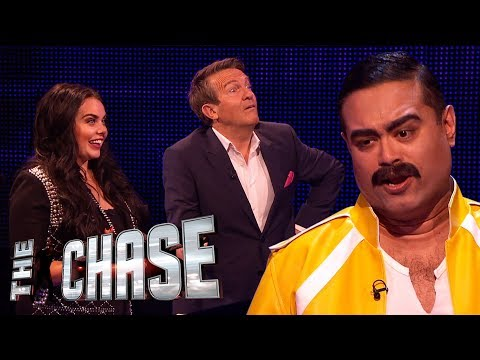 Scarlett Moffatt Smashes Her £7,000 Head-to-Head | The Celebrity Chase Christmas Special