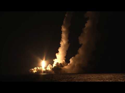 Залповый пуск четырех баллистических ракет «Булава» с борта РПКСН «Владимир Мономах»