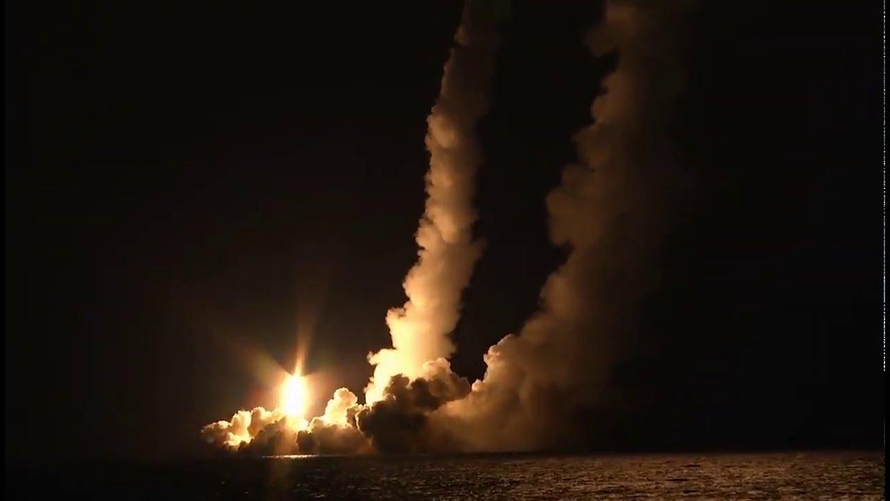 Залповый пуск четырех ракет «Булава» с борта РПКСН «Владимир Мономах»