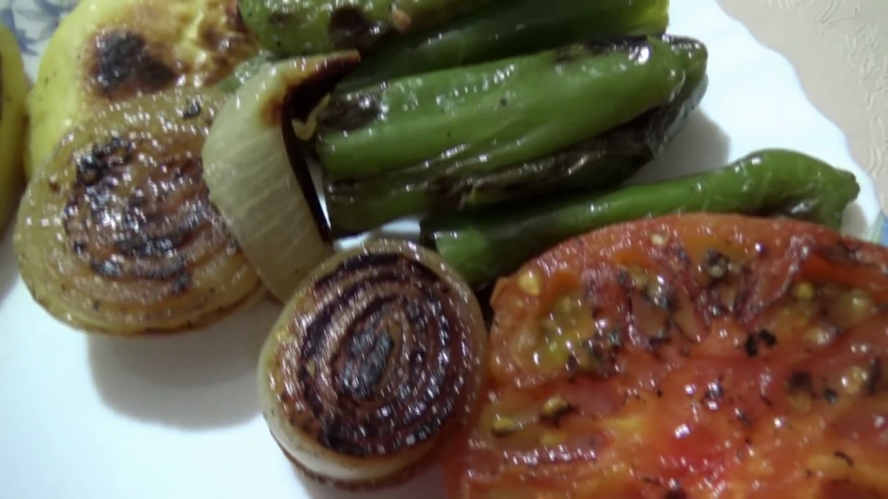 СЕМЬЯ НА КУХНЕ / Муж готовит ужин / Турецкий рецепт: курица с овощами!