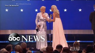 Baixar Lady Gaga, Glenn Close tie for top prize at Critics Choice Awards