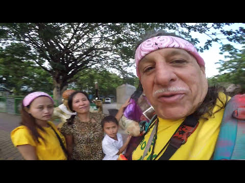 DAVAO CITY PEOPLES PARK DAISIES FAMILY PHILIPPINES WALKING T