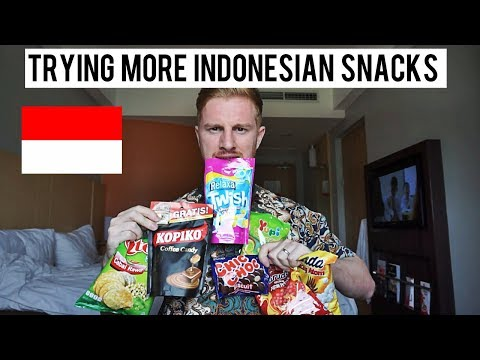 TRYING MORE INDONESIAN SNACKS (WOW!!)