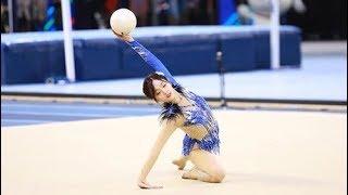 《超新星全运会2》【艺术体操】吴宣仪球操姿态优美!每一个画面都想截图