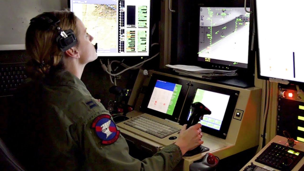 Flying The MQ 9 Reaper UAV Ground Control Station