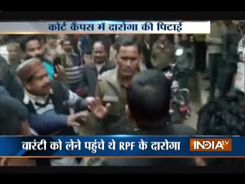 Video: RPF Cop Beaten up by Lawyers in Court Premises in UP