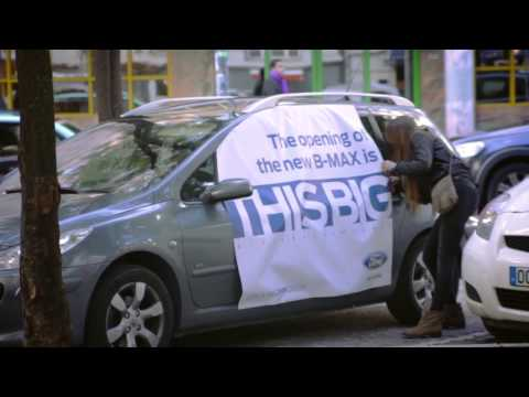 """""""How big?!"""" Giant stickers appear on parked cars all over Lisbon"""