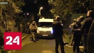 В Киеве после дерзкого налета грабители обстреляли полицейских и забросали их гранатами - Россия 24