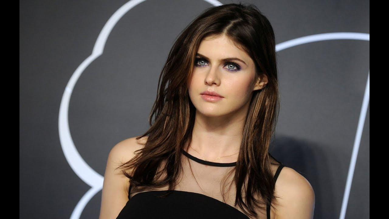 Alexandra Daddario Top 10 Beautiful Girl In The World -8308