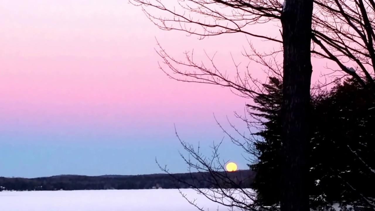 Full Wolf Moon Rising (January 23rd 2016)
