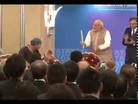 PM Modi with Japanese ceremonial drummers