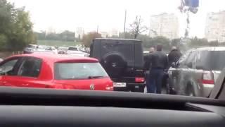 Беспредельные разборки на дороге из за аварии Bentley и Mercedes G Class