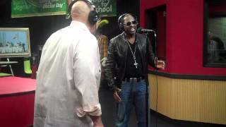 Johnny Gill performs FAIRWEATHER FRIEND and IN THE MOOD while visiting the Red Velvet Cake Studio