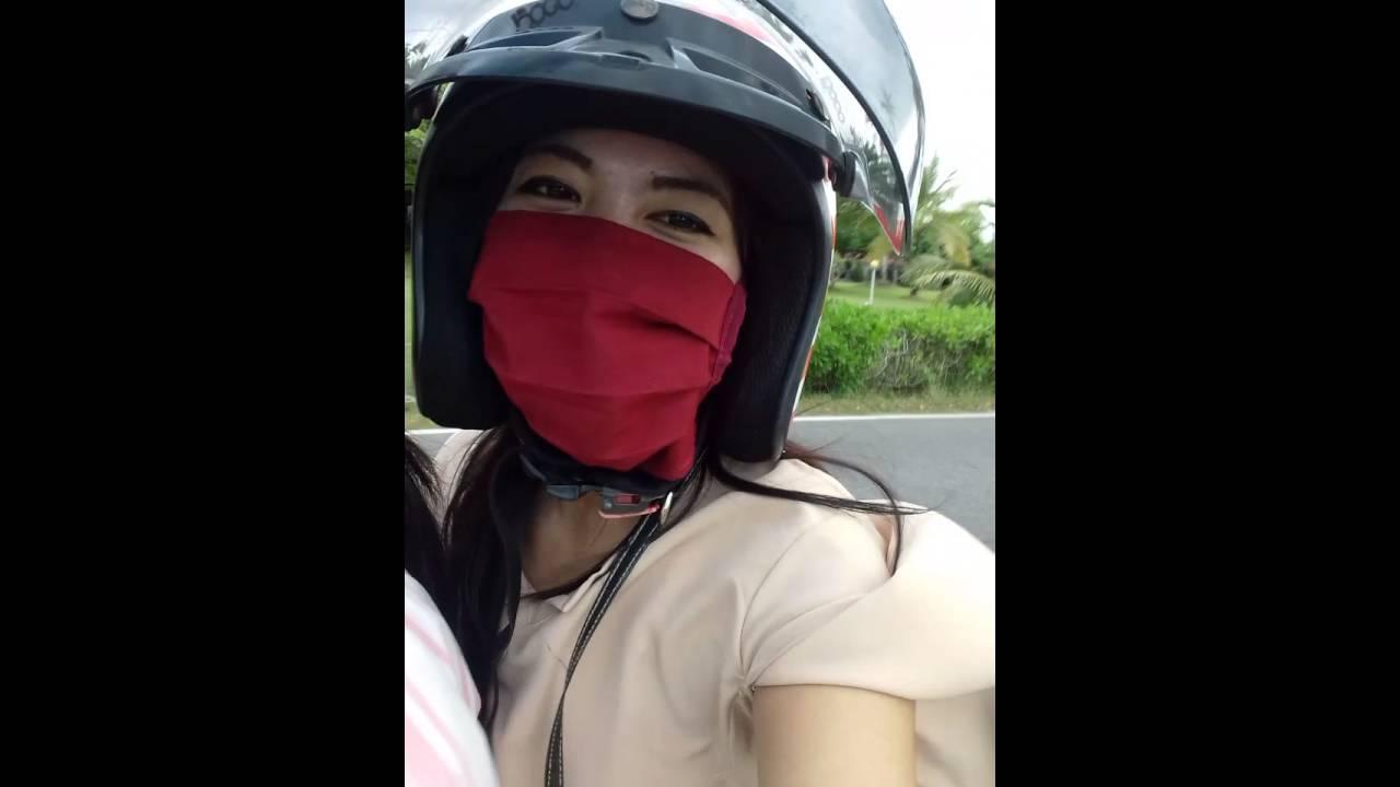 Petualangan Dua Gadis Cantik Youtube Helm