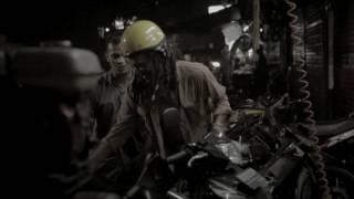 Tika & The Dissidents: Tentang Petang