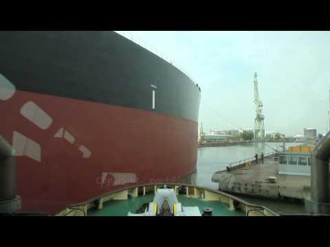 Assisting Sea Lady from Drydock HD