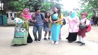 Asik bergoyang  Cupi Cupita sambil di sawer di sinetron KKMJM - ANTV