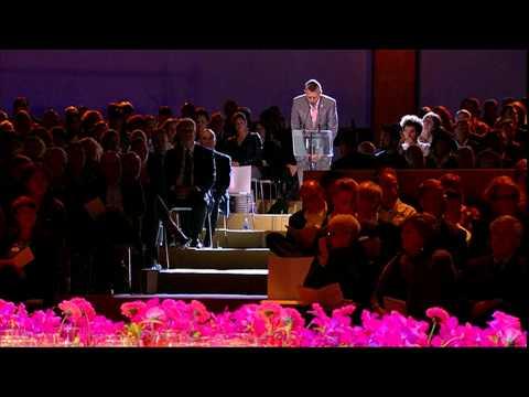 De namen van alle MH17-slachtoffers worden voorgelezen tijdens de Nationale Herdenking