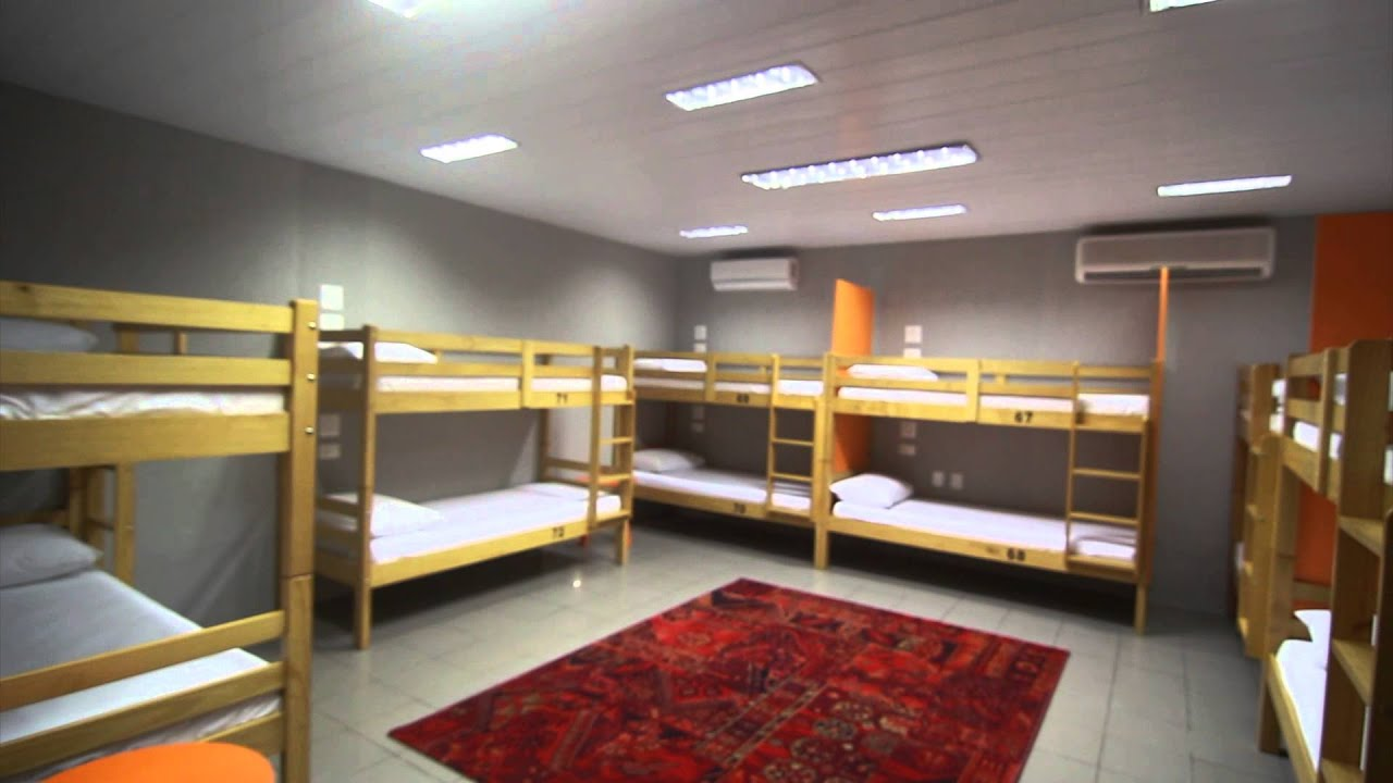 Cult hostel design youtube for Decor do hostel