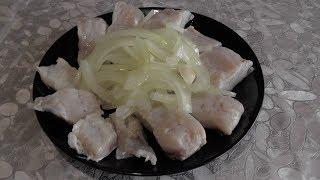 Сегодня приготовим маринованного толстолобика с маслом, уксусом и луком, видео рецепт