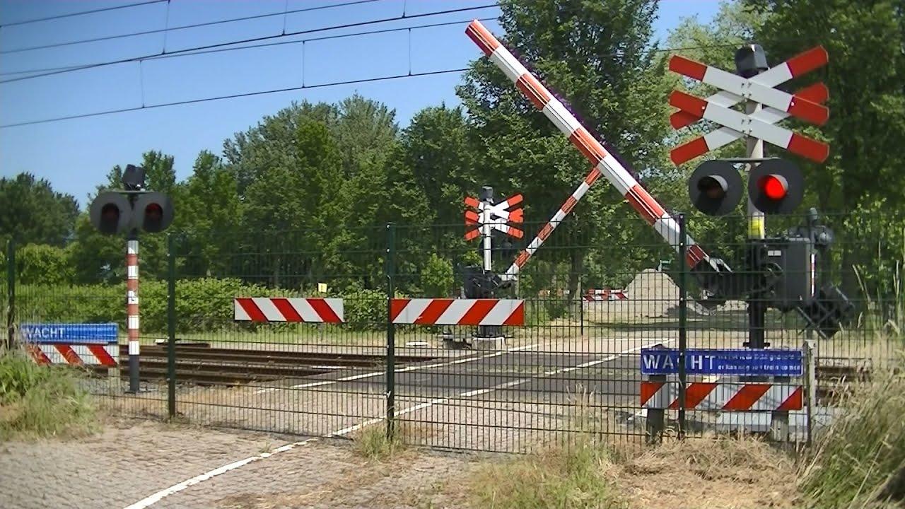 Spoorwegovergang Leeuwarden // Dutch railroad crossing