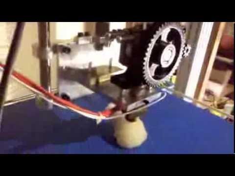 Fabrication de l'imprimante 3D et les premières impressions.