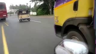 Аренда скутера на Шри Ланке(Езда на скутере по дорогам Шри Ланки. Левостороннее движение. Шри ланкийский трафик. Максимальная скорость...., 2016-11-18T18:31:46.000Z)