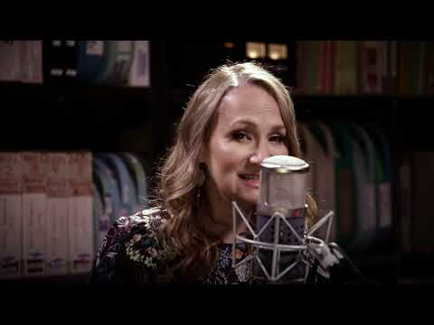 Joan Osborne - Tangled Up in Blue - 8/31/2017 - Paste Studios, New York, NY
