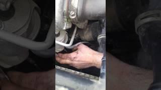 Citroen C4 zırıltıya neden olan egzoz koruma sacının onarımı