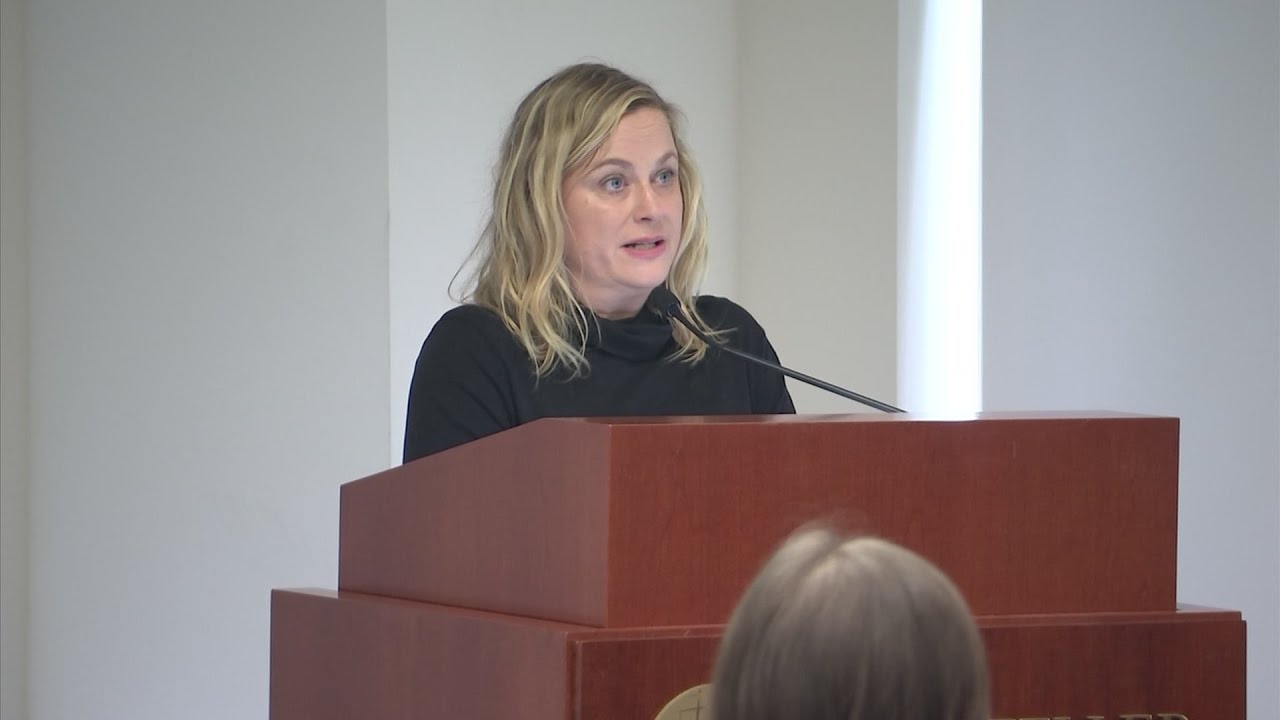 Amy Poehler Pushes for Higher Restaurant Wages