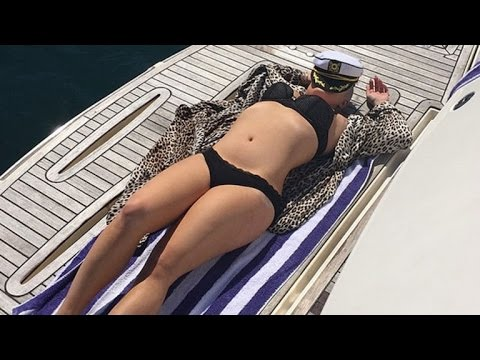 Kelly Osbourne Displays Her Insane Bikini Body