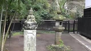北鎌倉の東慶寺の境内にある鈴木大拙師の松ヶ岡文庫ーの石碑ー「自安」(鈴木大拙文、朝比奈宗源書)とある