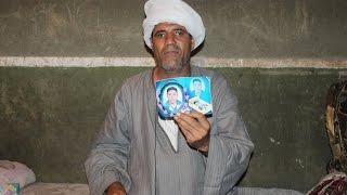 فيديو وصور.. والد محتجز في ليبيا: «ابني في رقبة السيسي»