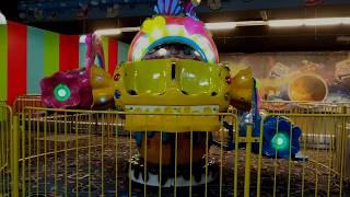 Ayşe Ebrar Alışveriş Merkezinde Dev Jetonlu Oyuncaklara Bindi Çok Eğlendi.