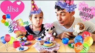 Алиса лепит ТОРТ из пластилина День рождения у МИННИ МАУС Детский канал Little baby Алиса