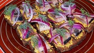 Закуска. Бутерброды с Селедкой. Бутерброды с Сельдью и Зернистой Горчицей/Sandwiches with Herring
