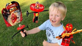 Spielzeugtester zeigt Lego Ninjago Spinjitzu Meister Kai